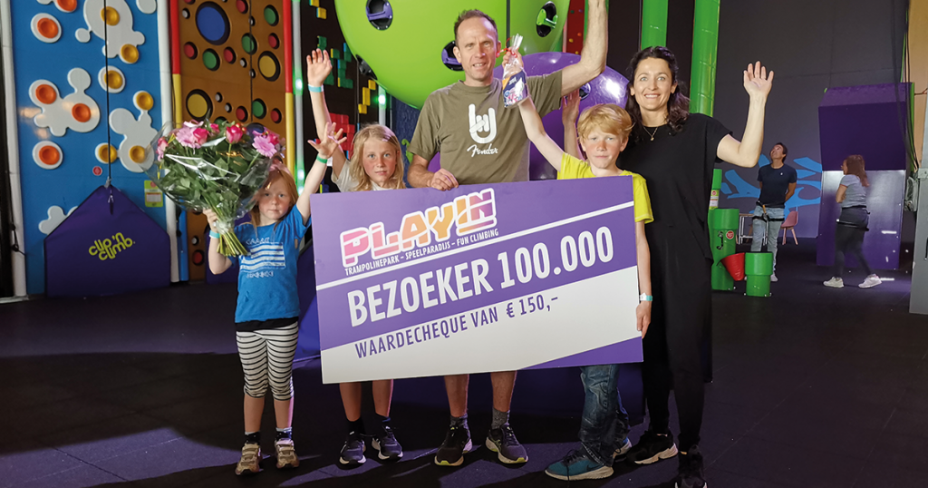 Playin 100.000ste bezoekers @ The Wall